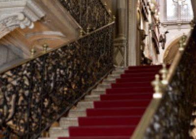 L'escalier monumental de l'entrée