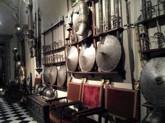 Armi e armature: da strumenti di offesa a trofei da salotto