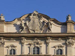 Tracking nobility: heraldic crests in Milan (in Italian)